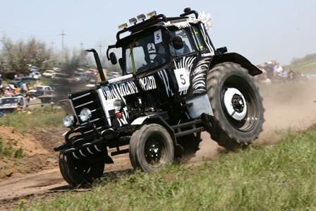 Из Парижа в Мосар. Ралли на тракторах по бездорожью.