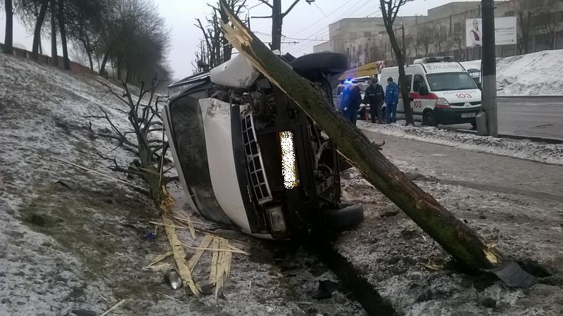 ВМогилеве маршрутка спассажирами перевернулась из-за столкновения слегковушкой— УВД
