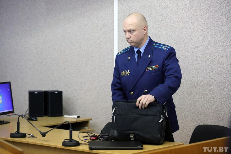 Сегодня обвинитель попросит срок для убийцы сбензопилой