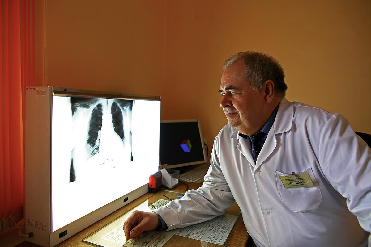 Сергей Цветков рекомендует проходить флюорографическое обследование раз в год.