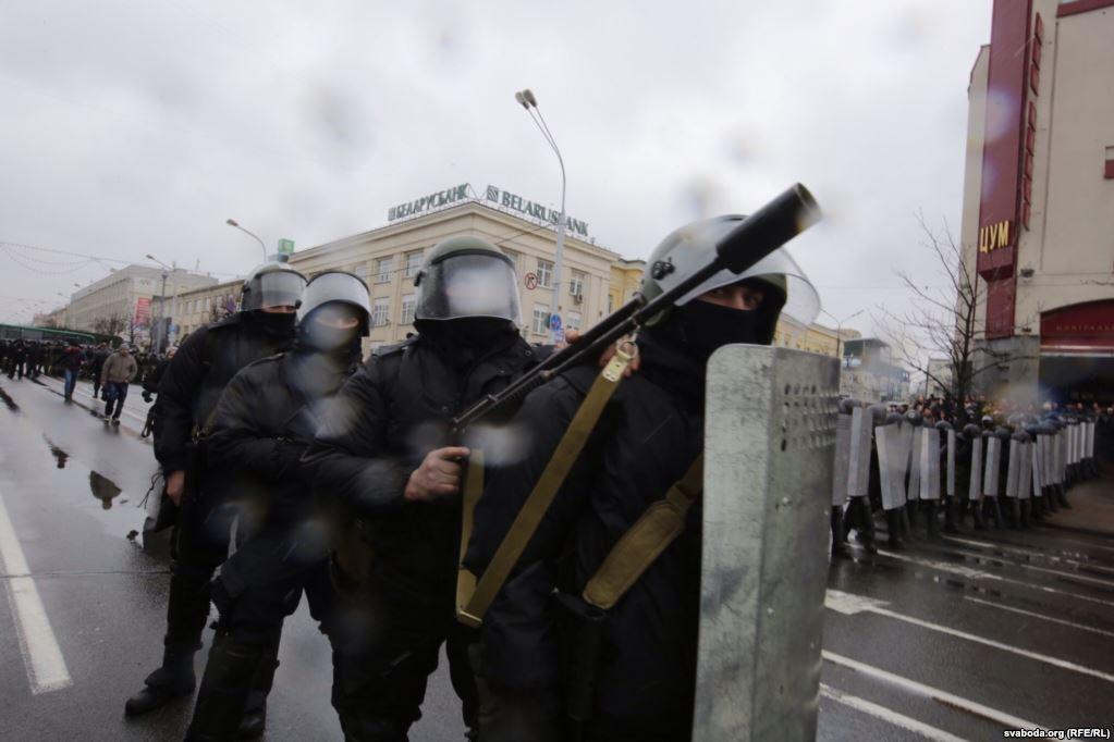 Амуниция и вооружение спецслужб. Фото: Радыё Свабода