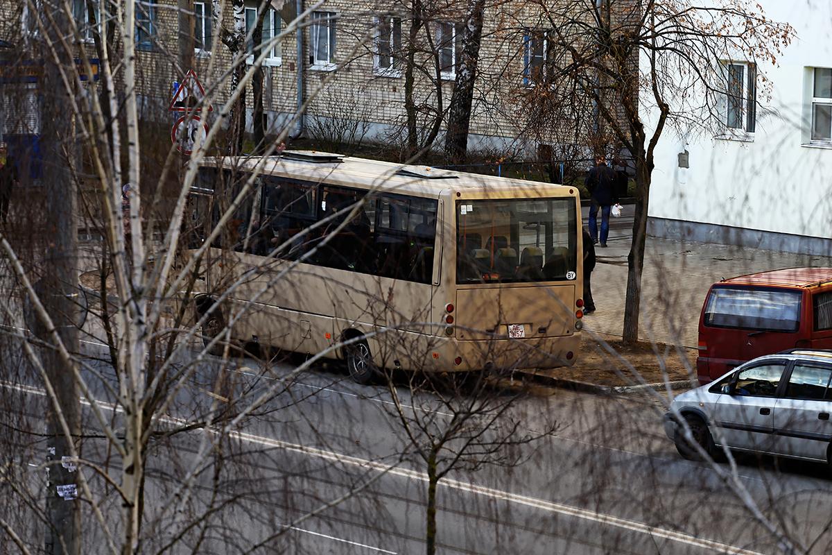 Автобус на улице Притыцкого, куда милиционеры приглашали прохожих.