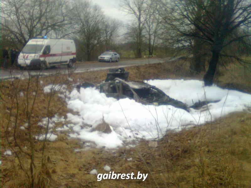 ВБарановичском районе «БМВ» вылетел вкювет и зажегся : шофёр  госпитализирован