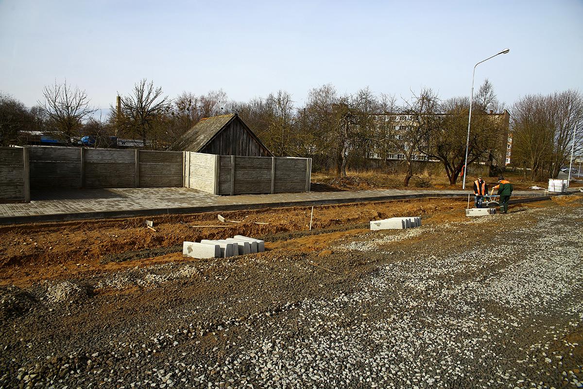 Обустройство автобусной остановки в Барановичах.
