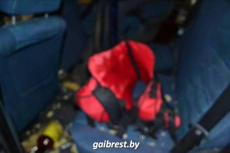 В Бресте в ДТП пострадал 2-летний ребенок, которого перевозили в бескаркасном автокресле. Фото: gaibrest.by