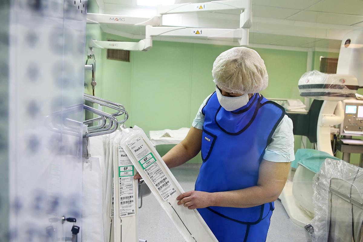 Операционная медсестра Елена Борщевская в кабинете ангиографии.