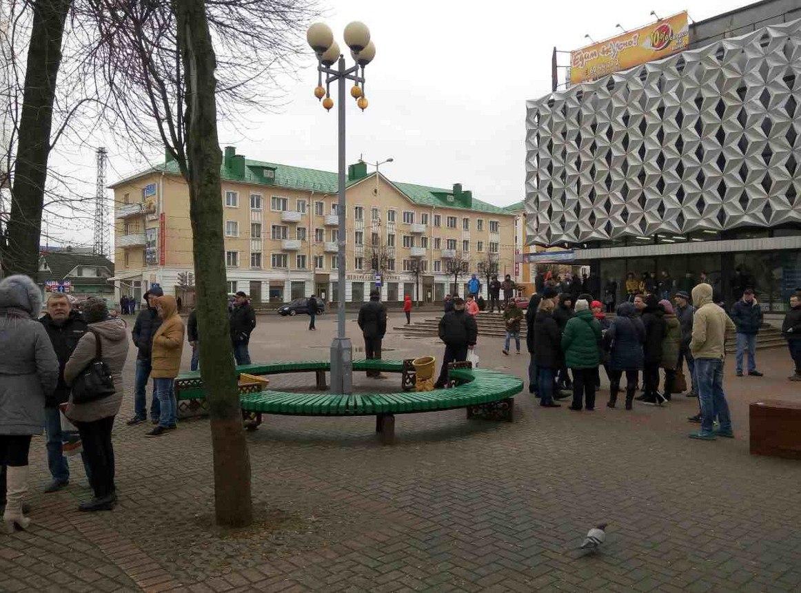 Площадь Ленина 19 марта, 16.25. Фото: Юрий ПИВОВАРЧИК
