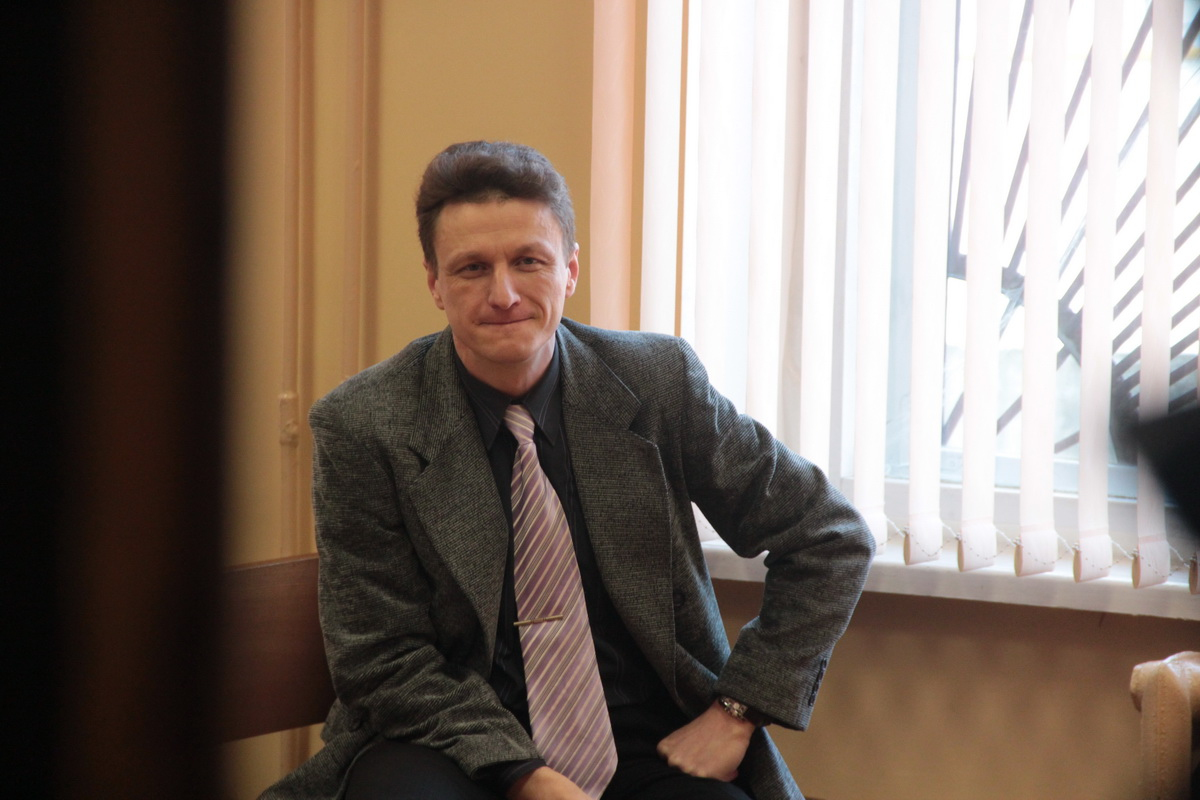 Николай Черноус-младший перед началом судебного заседания.
