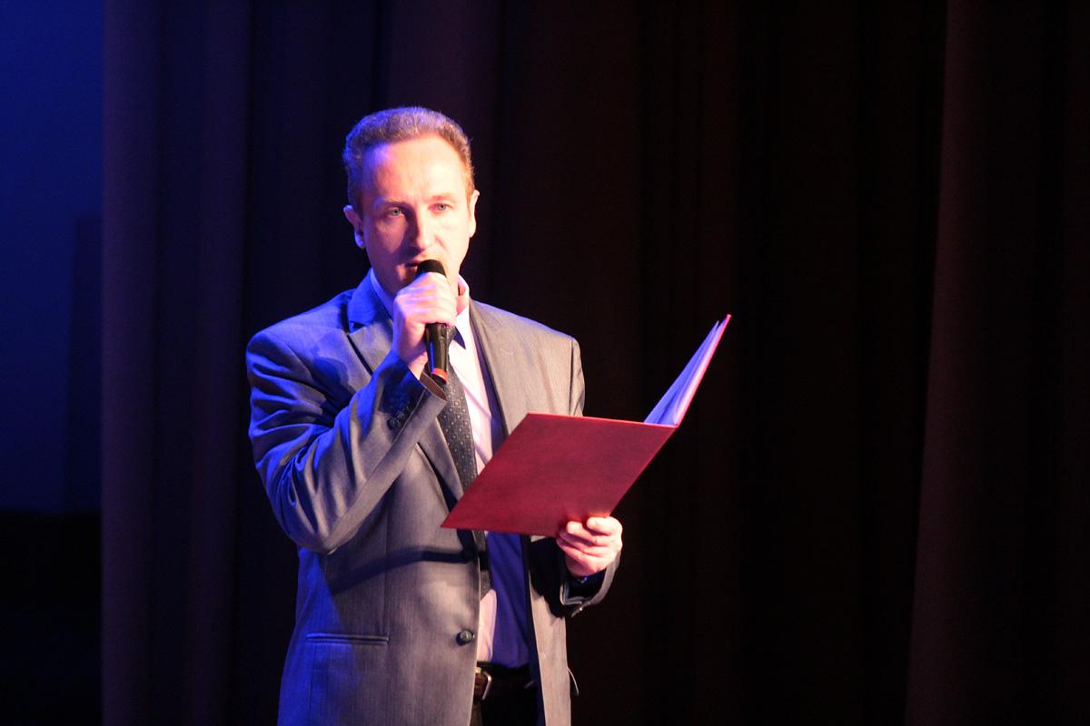 Первый проректор БарГУ Александр Унсович поздравляет общественное объединение «Ты не один» с юбилеем.