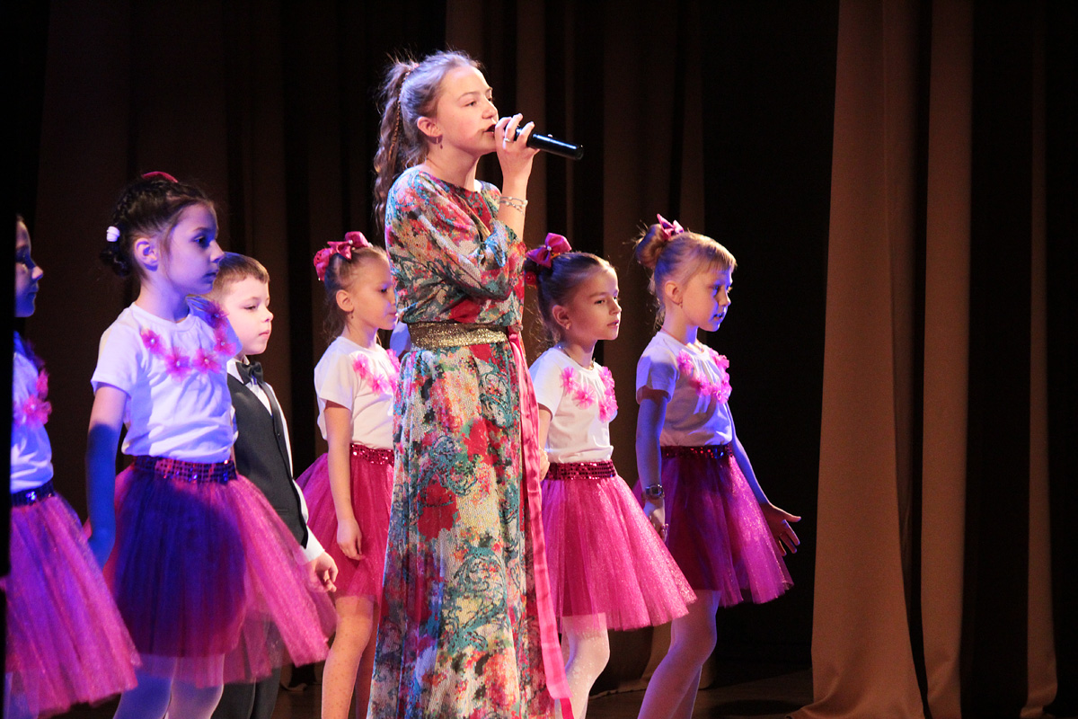Образцово-вокальная студия «Онлайн» средней школы №17, солистка Елизавета Контаутас.