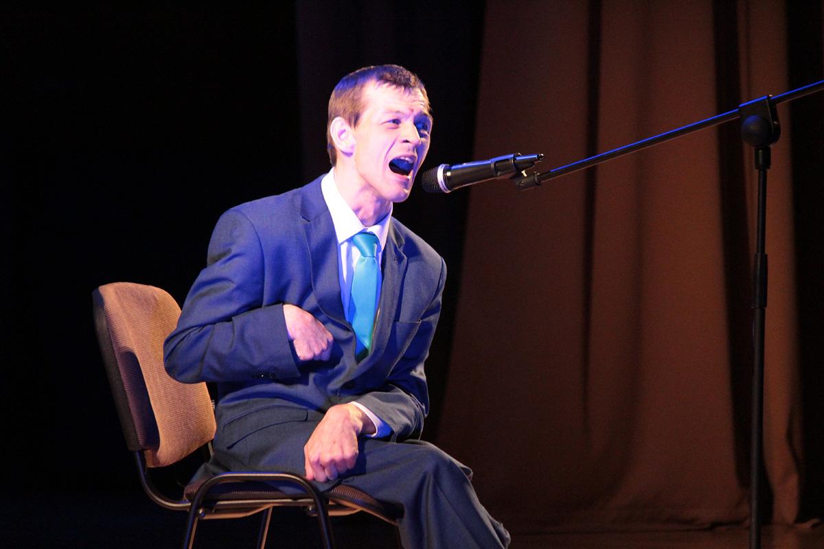 Максим Гордеев исполняет песню «Журавлиный крик».