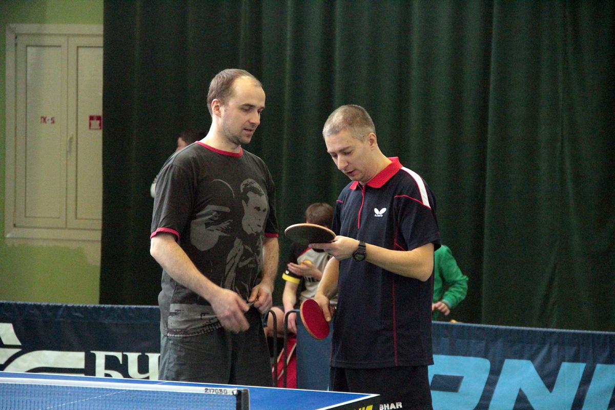 Павел Капыцкий («Элегрум», справа) и Павел Зажогин (СДЮШОР, Минск) перед решающим поединком.