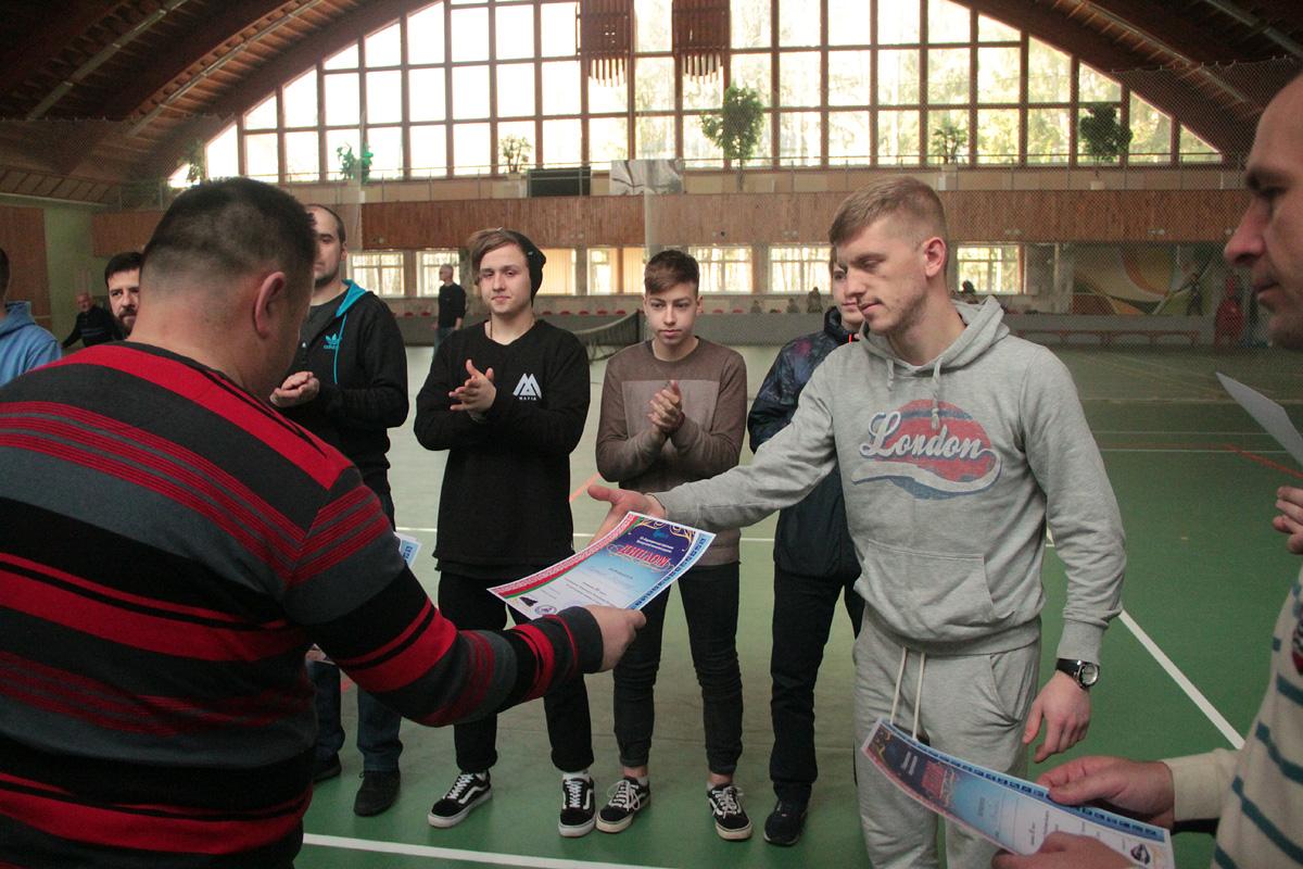 Сборная Витебска получает диплом за 3-е место.