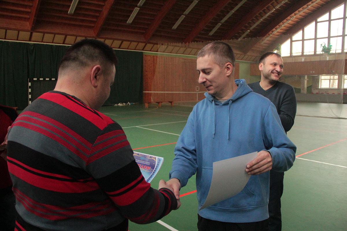 """Павел Капыцкий (""""Элегрум"""", Гродно) получает диплом за 1-е место."""