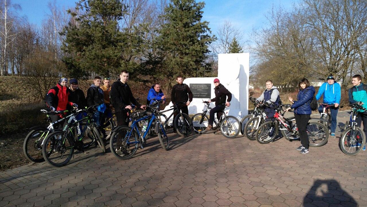 Участники велодвижения в Барановичах. Фото: соцсети
