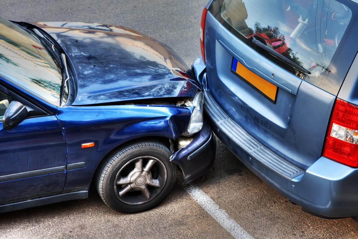 При мелкой аварии можно не вызывать ГАИ и оформить документы для страховки самостоятельно.