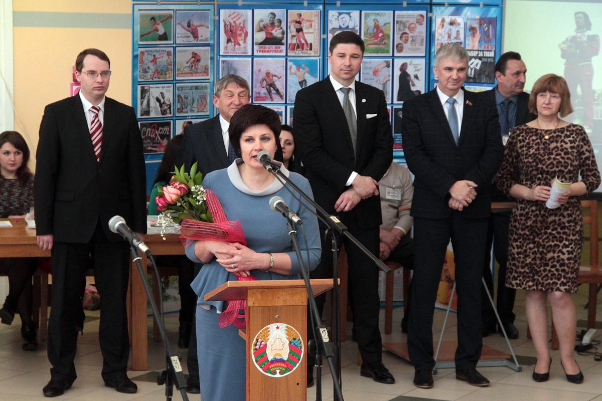 Депутат Палаты представителей Национального собрания Беларуси Татьяна Якубович поздравляет всех собравшихся со Всемирным днем здоровья