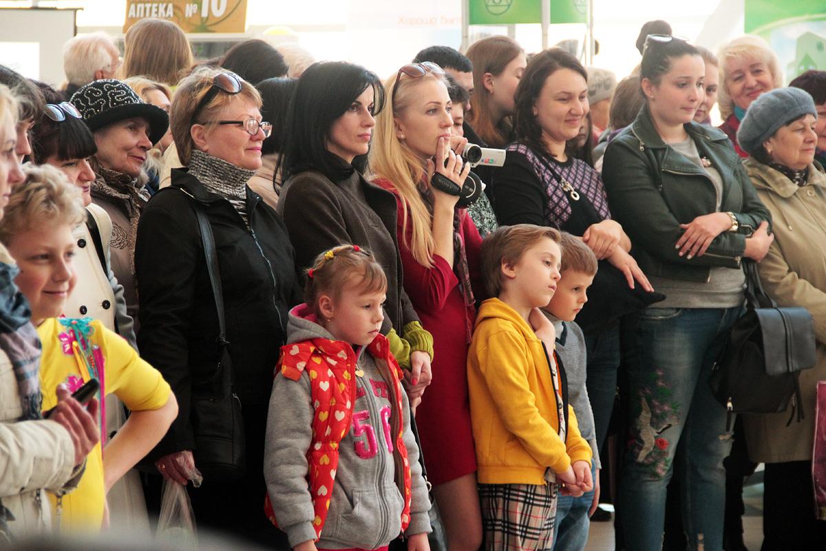 Зрители на выставке-ярмарке