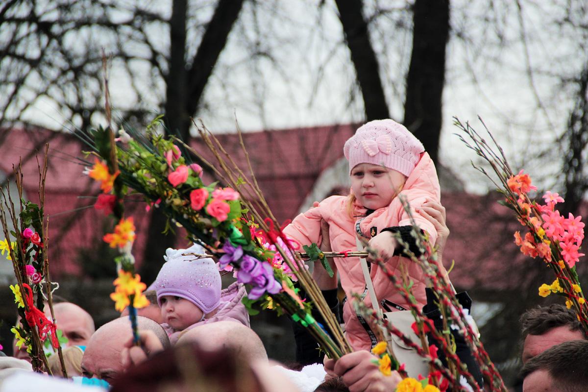 Освящение вербы в Свято-Покровском соборе. Фото: Юрий ПИВОВАРЧИК