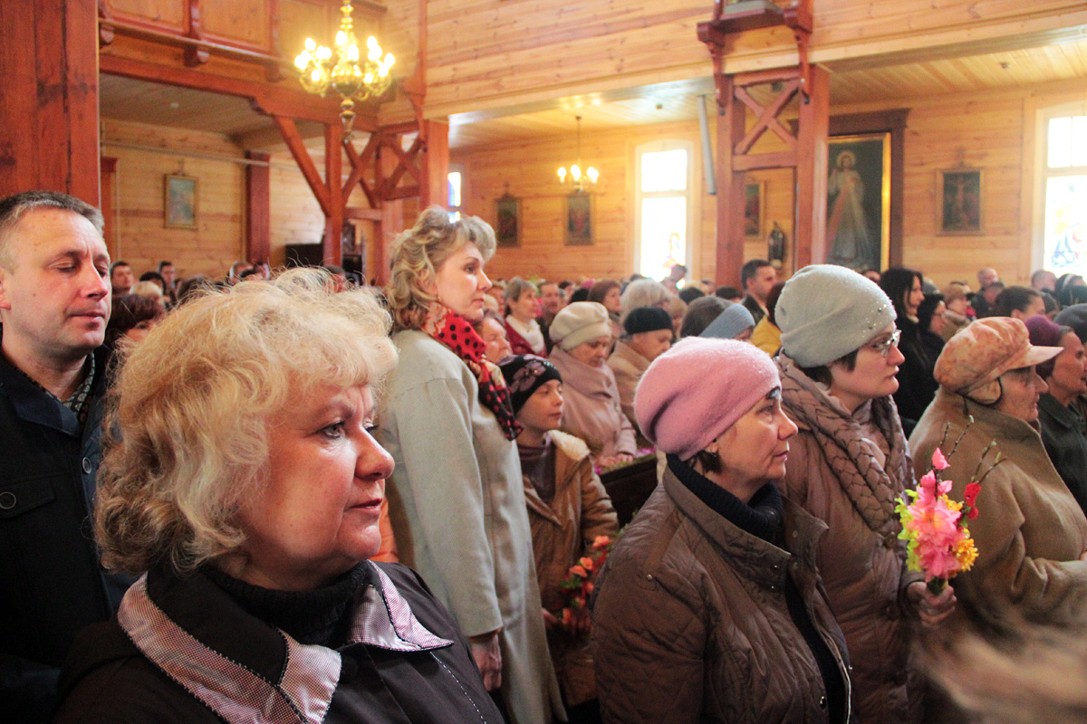 Праздничная служба в костеле Воздвижения Святого Креста. Фото: Юрий ПИВОВАРЧИК