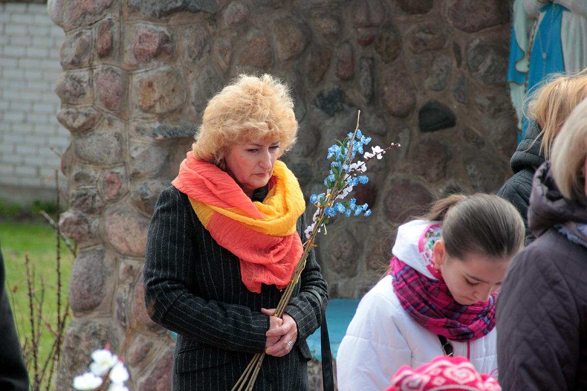 Освящение вербы в костеле Воздвижения Святого Креста. Фото: Юрий ПИВОВАРЧИК