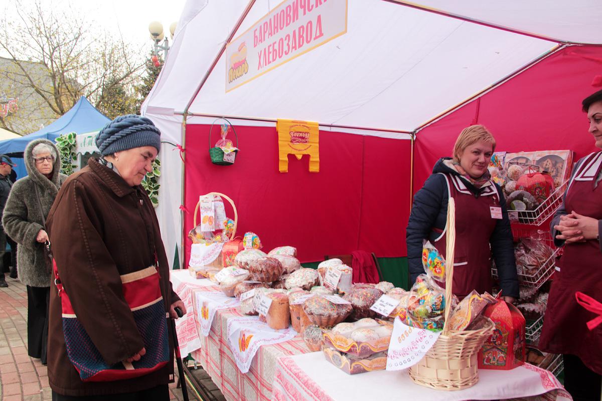 Барановичский хлебозавод реализует куличи, пряники и другую продукцию к Пасхе.