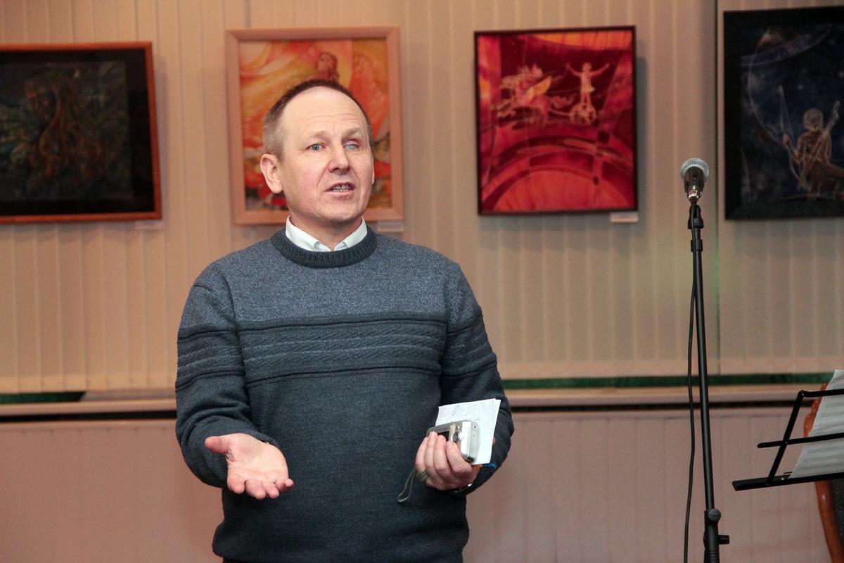 Руководитель кружка изобразительного и декоративно-прикладного искусства БарГУ Леонид Капуза