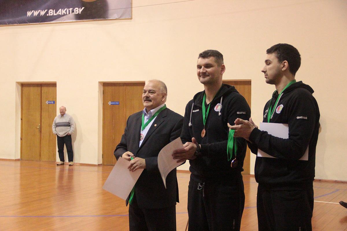 Наставники гродненского коллектива с бронзовыми медалями.