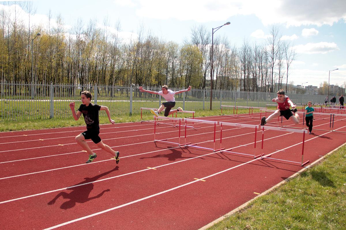 Егор Руцкий, Артем Конддратчик, Александр Малевич (слева направо, все -  Барановичи) финишируют.