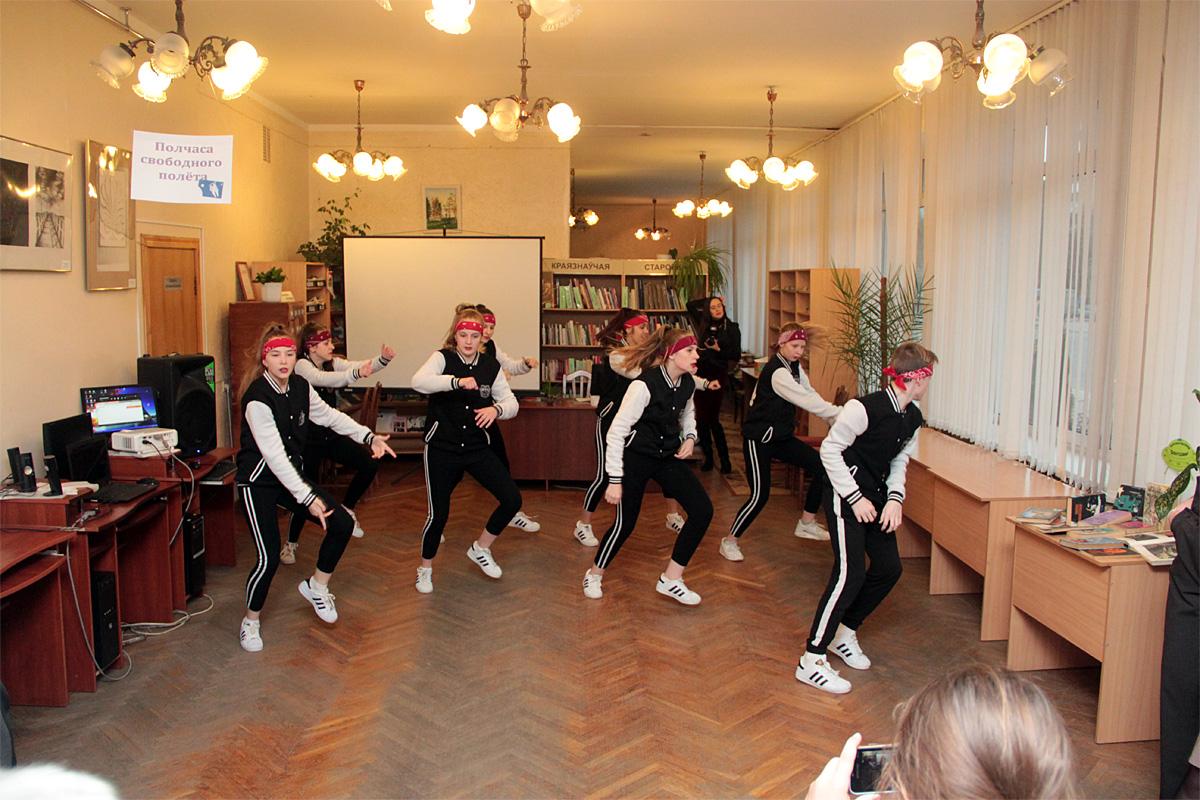 Dance-шоу на открытии выставки.