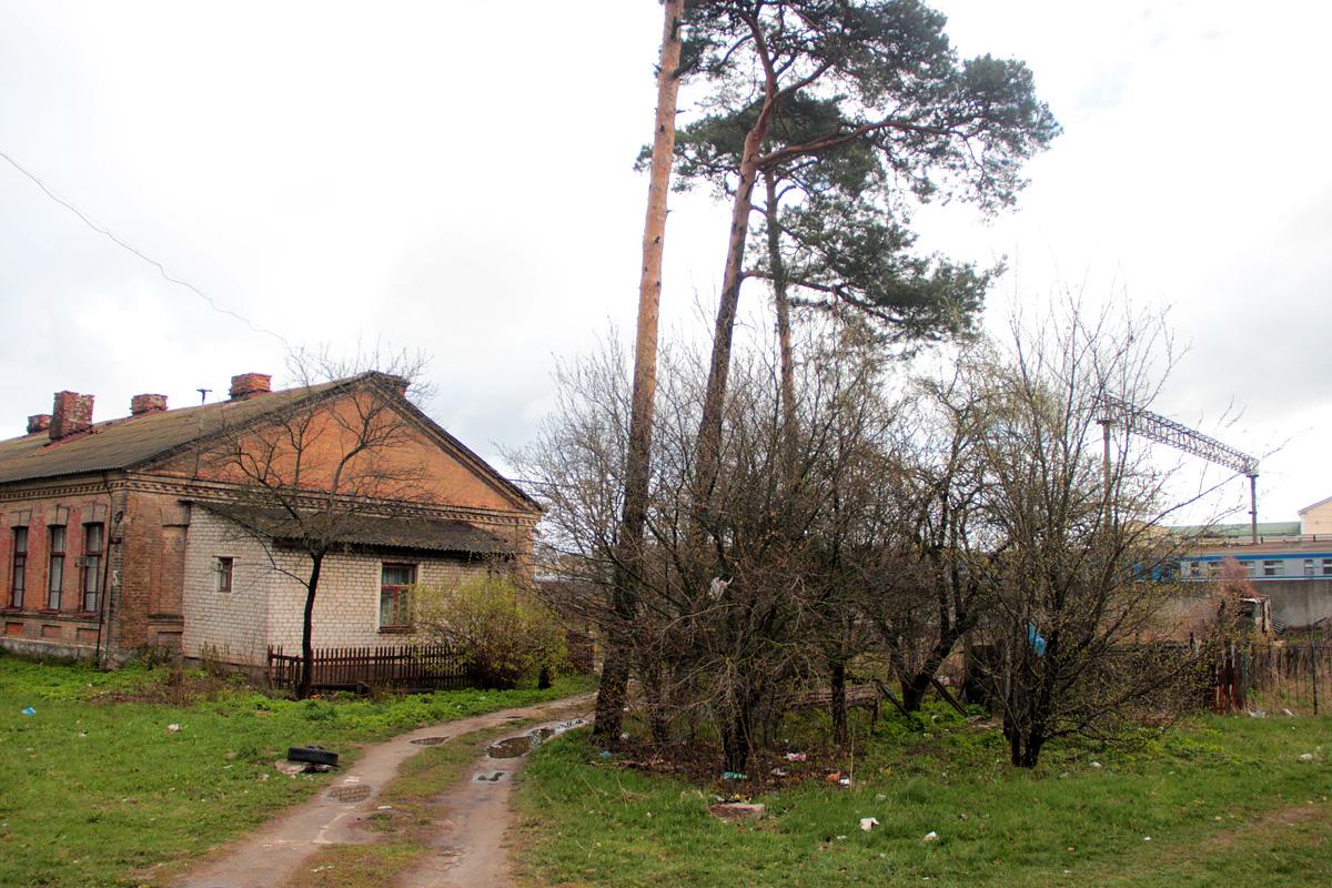 Мусор по соседству с жилыми домами.