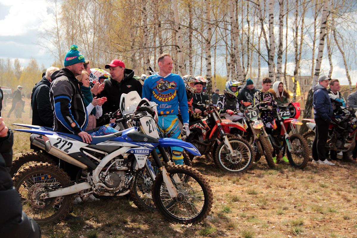 Участники соревнований ждут объявления победителей.