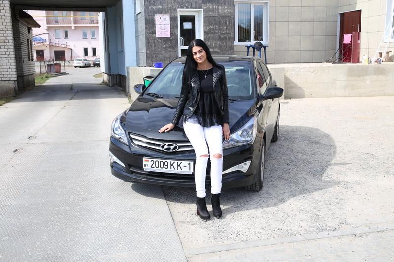 Владелица Hyundai Accent Мария Занегина. фото: Татьяна МАЛЕЖ