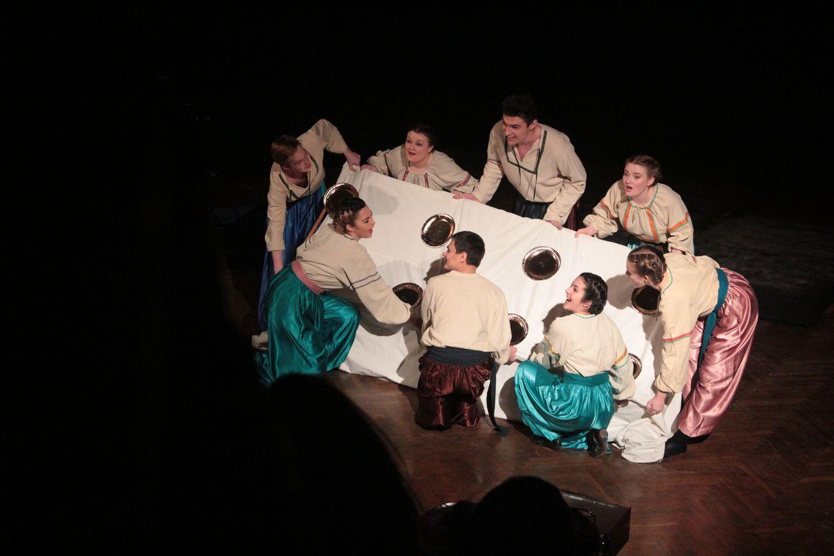 Спектакль четвертого фестивального дня зрители оценили восхищенными возгласами.
