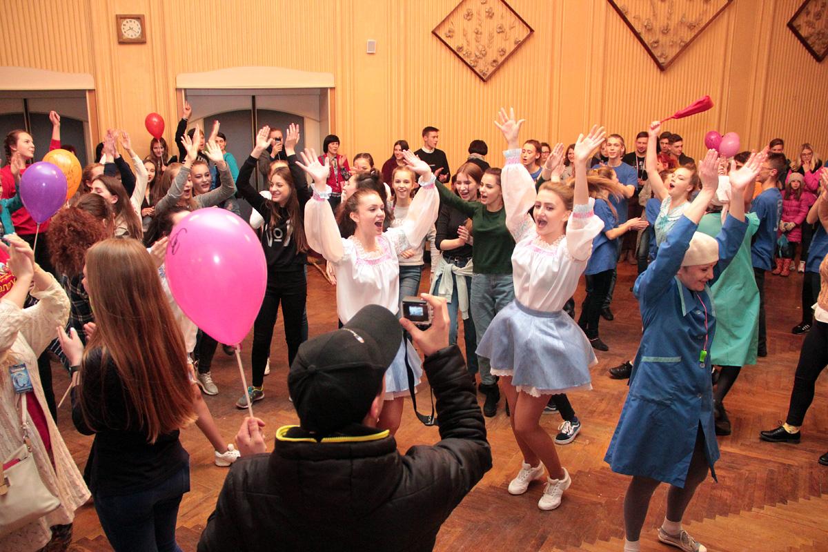 Танцевальное шоу.