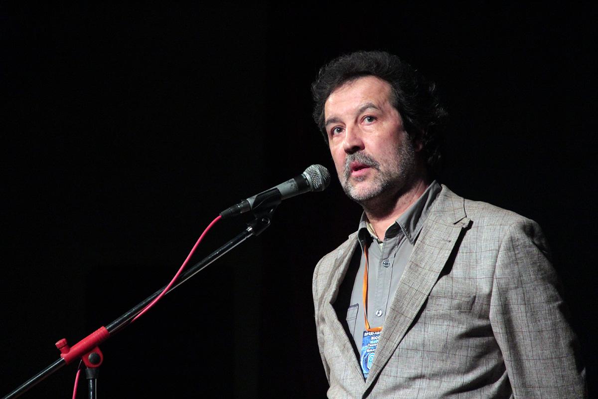 Председатель жюри Международного фестиваля «Параллельные миры» Тимофей Ильевский выступает на творческом вечере.