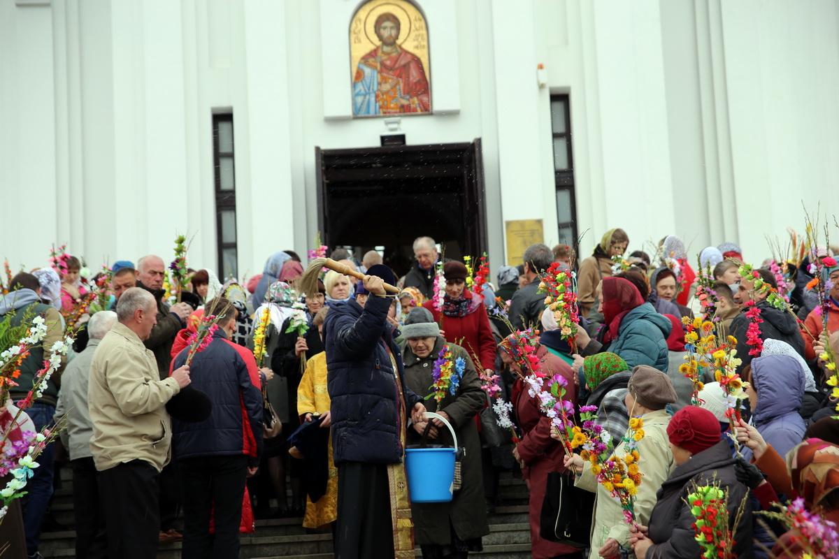 Освящение вербы в храме Святогоблаговерного князя Александра Невского. Фото: Татьяна МАЛЕЖ