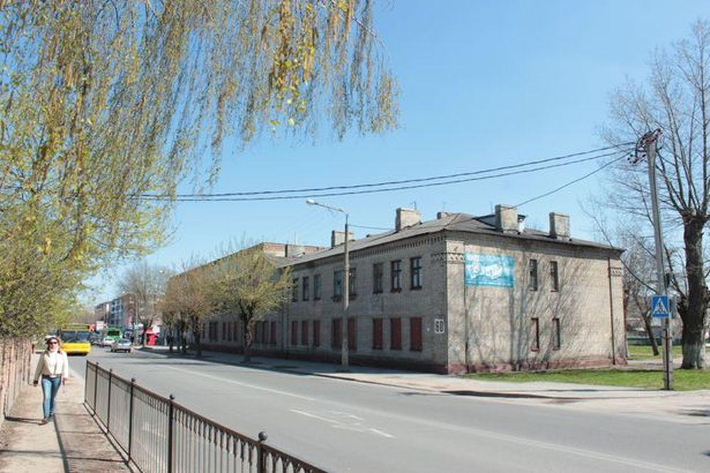 """На месте здания на улице Тельмана, 60 в следующем году планируют построить магазин """"Корона"""". Фото: архив Intex-press"""