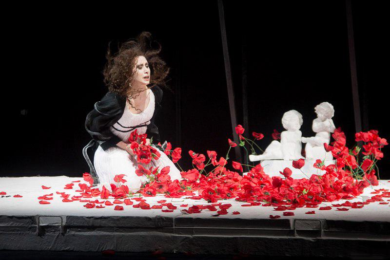 Людмила Сидоркевич несколько раз поступала в театральный вуз и, несмотря на неудачи, была уверена, что театр – ее призвание. Фото: личный архив