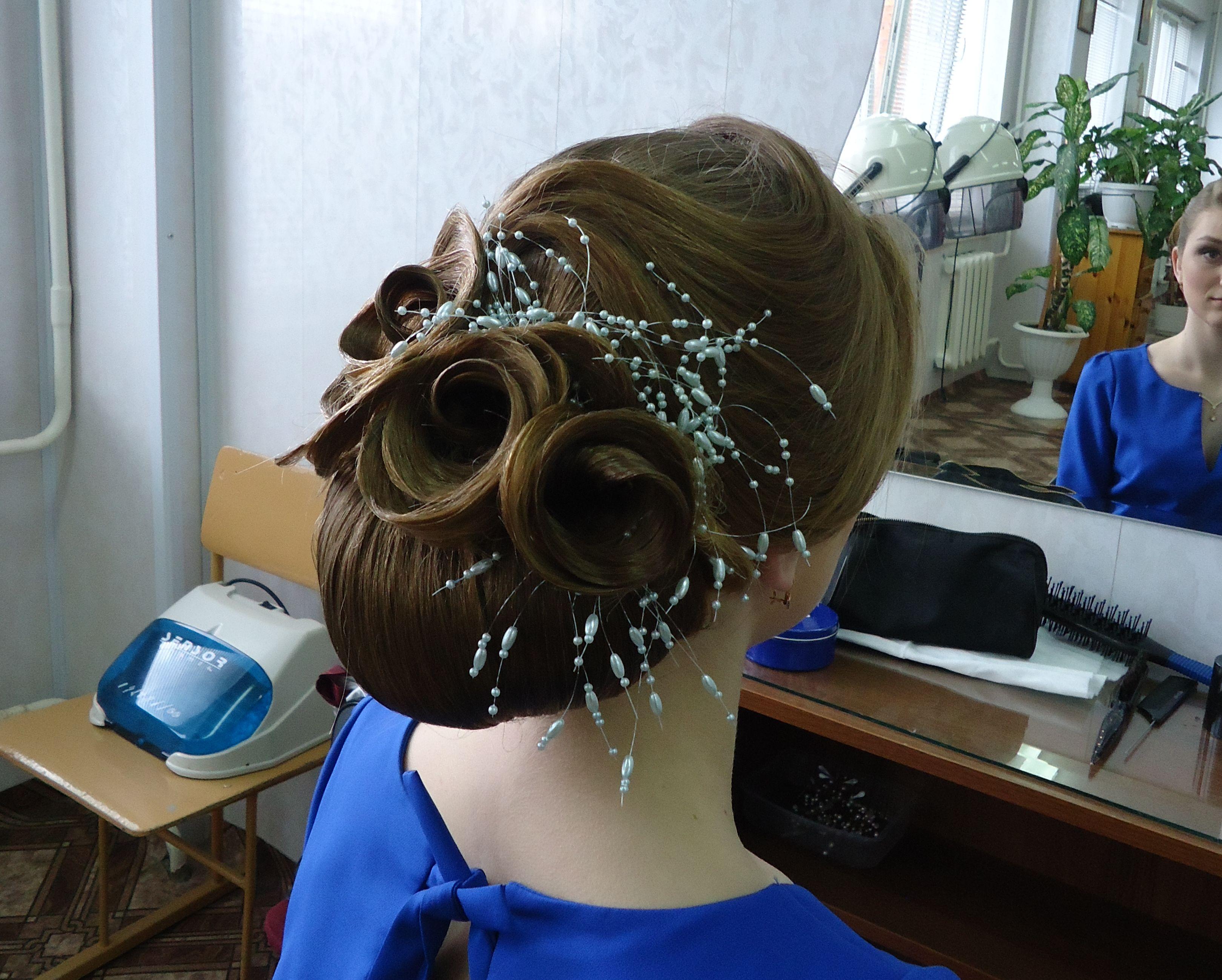 Прическа, выполненная на конкурсе учащейся Дарьей Василевич.