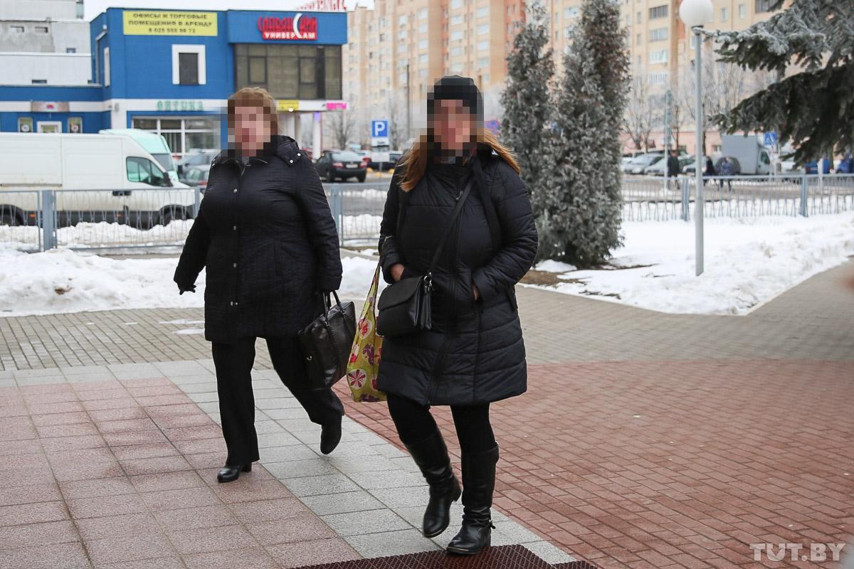 Потерпевшая учительница вместе с дочкой.