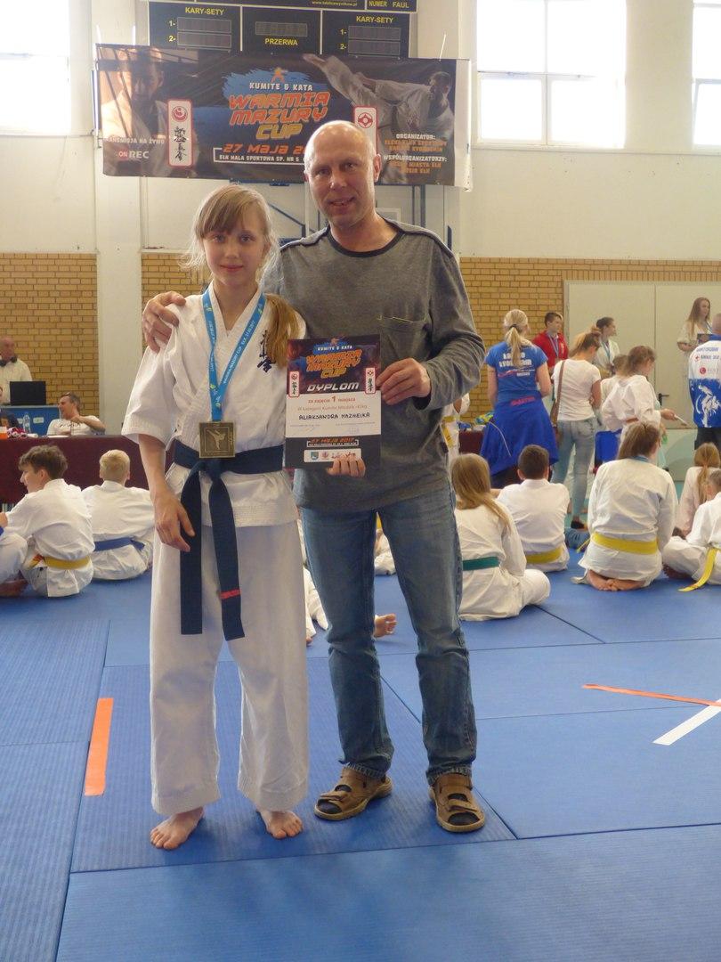 Александра Можейко и ее отец Виталий с призами турнира.