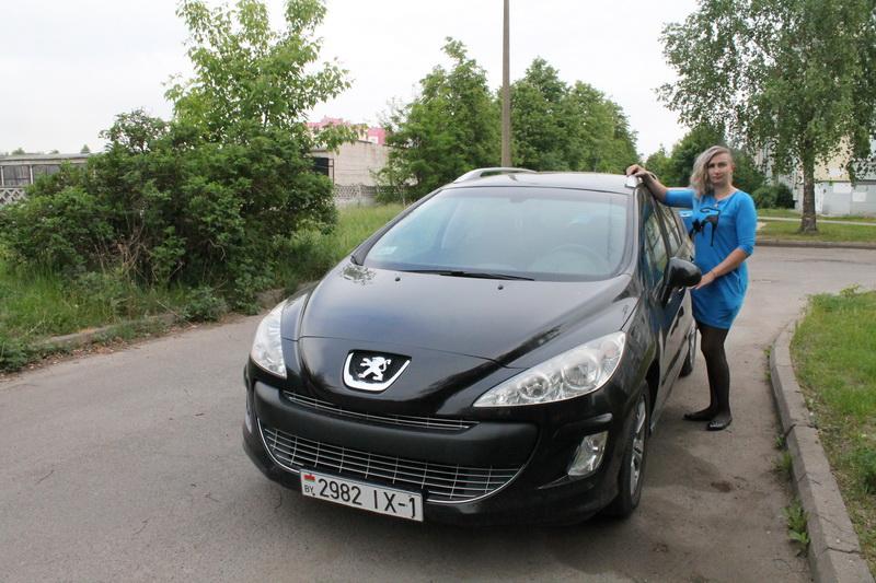Ксения  Михалап – владелица автомобиля  Peugeot  308 SW. Фото: Татьяна МАЛЕЖ