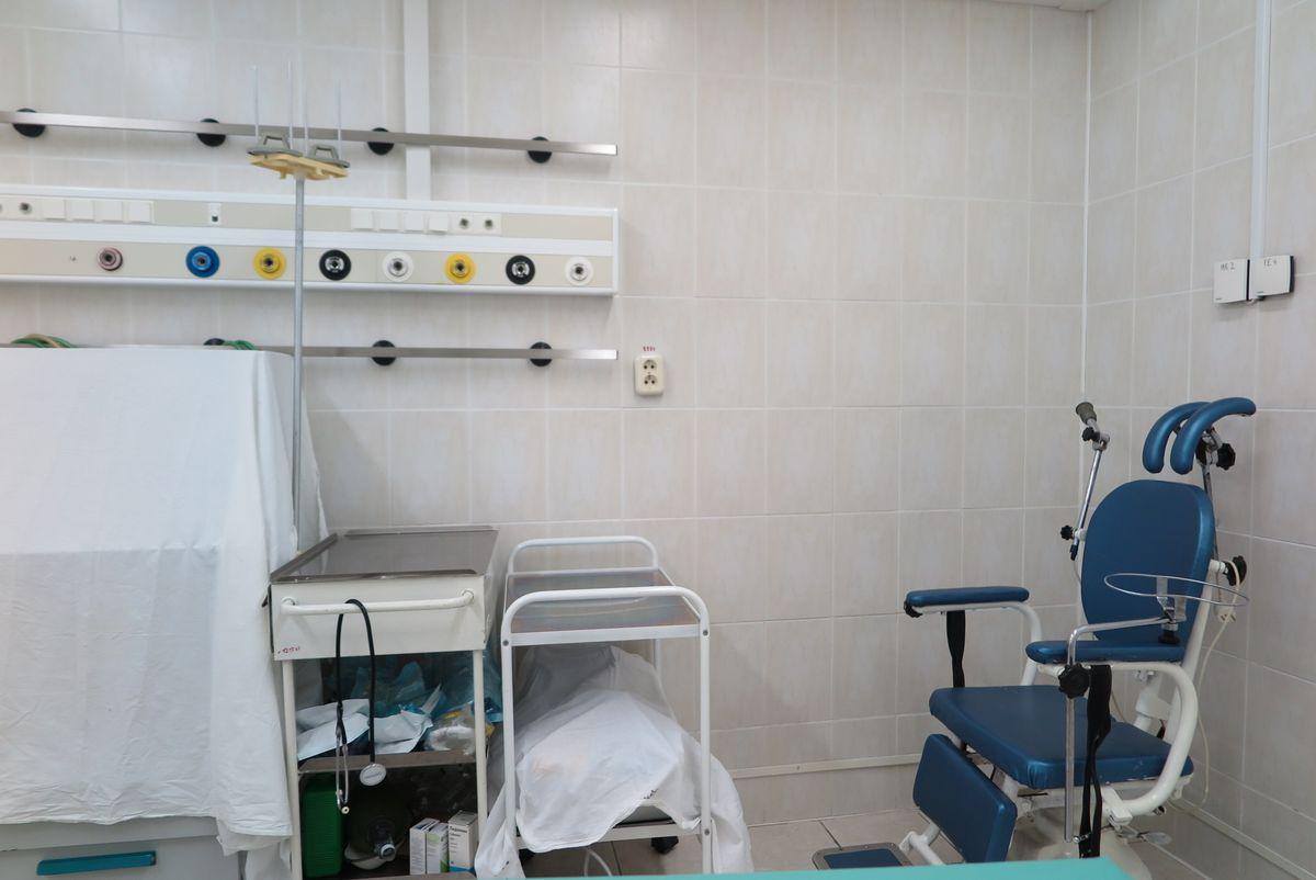 Рабочее место для проведения операций на ЛОР-органах.