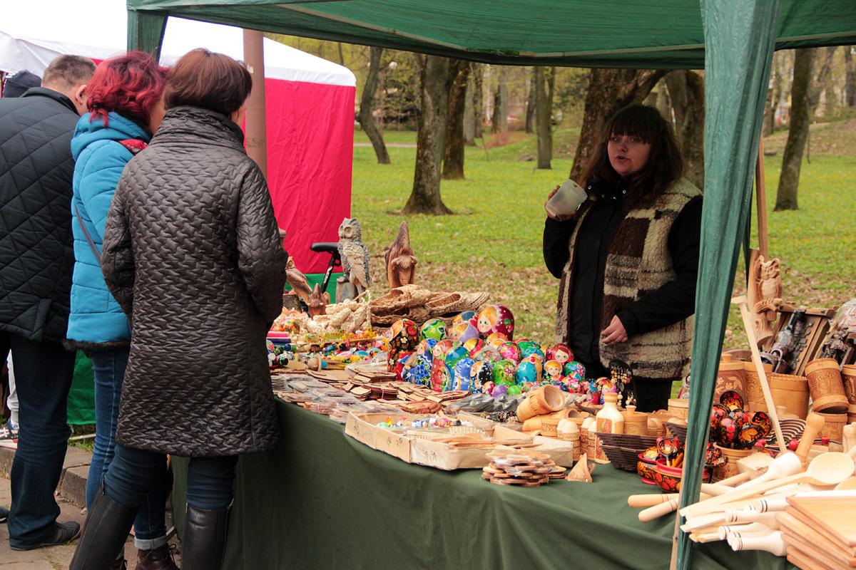 Выставка-продажа товаров народных мастеров.