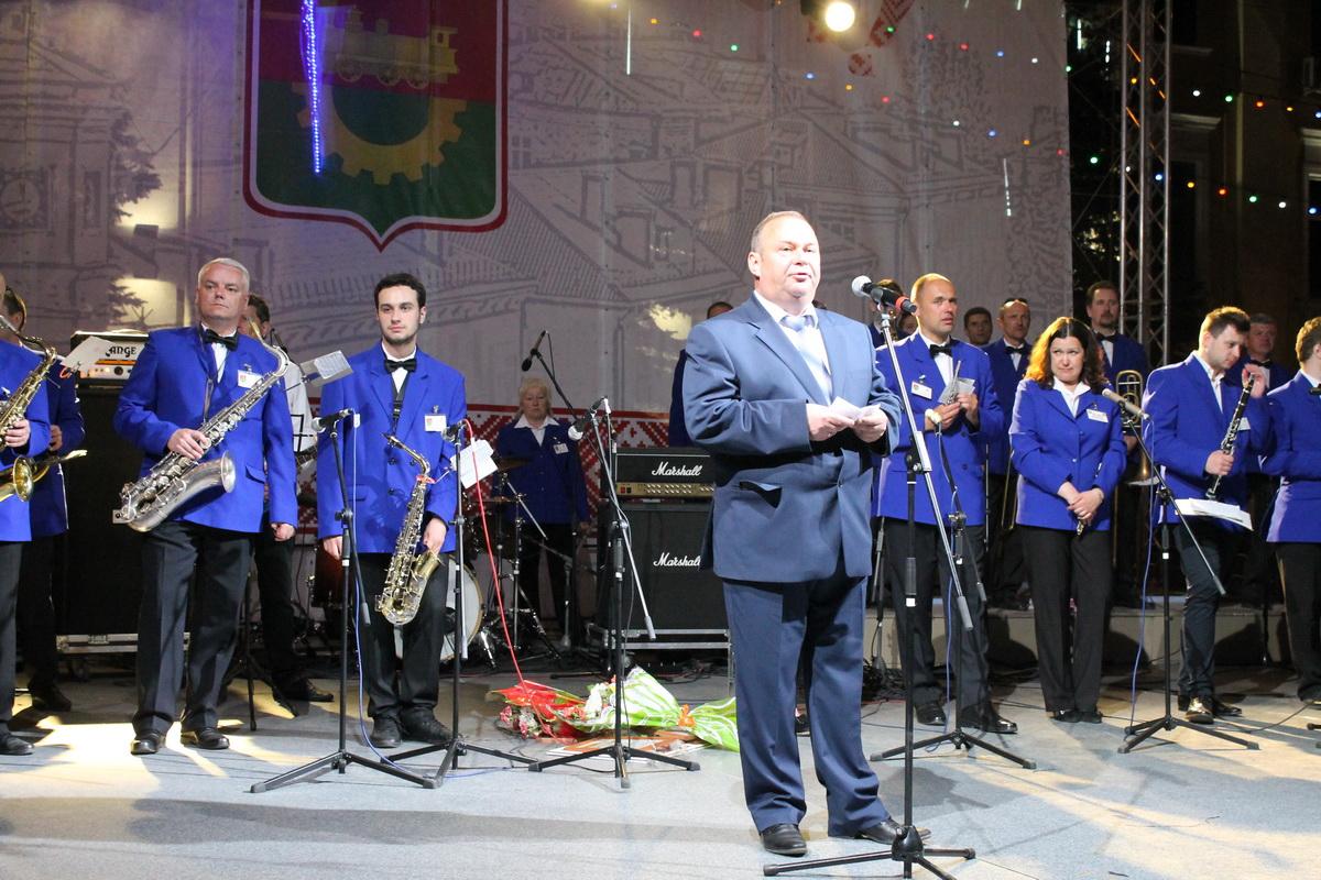 Председатель Барановичского горисполкома Юрий Громаковский поздравил жителей и гостей города с праздником «Барановичская весна» и поблагодарил всех участников и организаторов фестиваля.