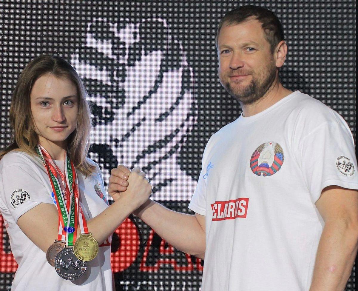 Дарья Яцкевич вместе со своим тренером Александром Лукьянчиком после победы на чемпионате Европы.