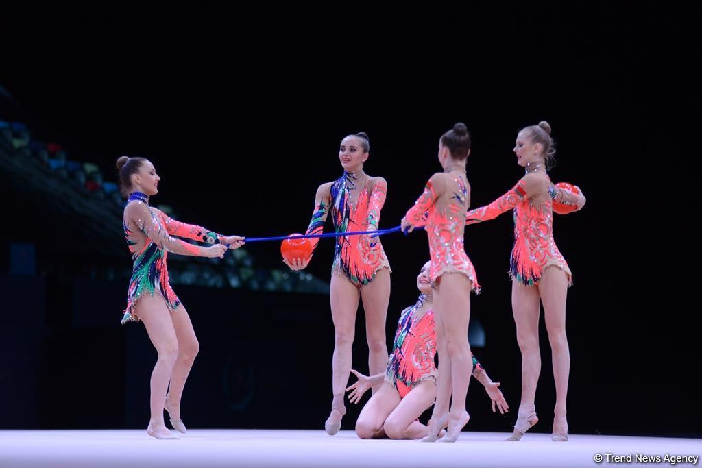 Барановичская гимнастка Маргарита Овадинская (крайняя слева) на Кубке мира по художественной гимнастике. Фото: с сайта trend.az