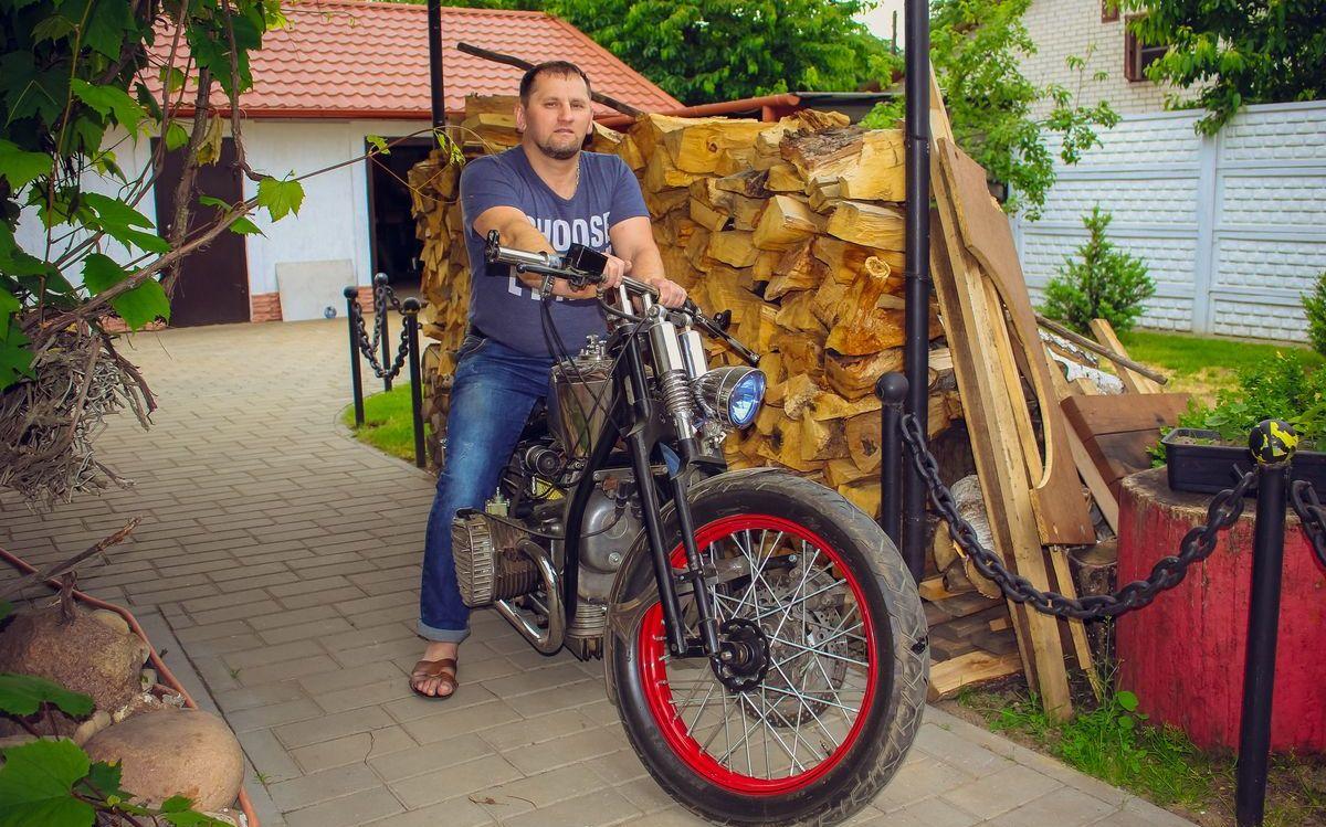 """С этим мотоциклом Андрей Манжурцев занял 1-е место в выставке """"Мотовелоэкспо- 2017""""."""
