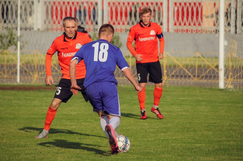 С мячом Владислав Каборда (№18).